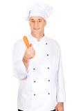 Cuoco unico maschio con una carota Fotografia Stock Libera da Diritti