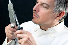 Cuoco unico Sharpens Knife Fotografie Stock