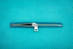 Cuoio di colore del turchese con la chiusura lampo Fotografia Stock