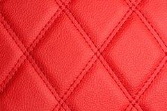 Cuoio rosso con le bande cucite attraverso l'incrocio Fotografia Stock