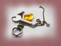 Cuore ambrato con la chiave e l'anello Fotografia Stock Libera da Diritti