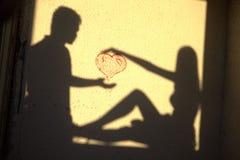 Cuore amoroso delle coppie di Sillhouette Fotografia Stock
