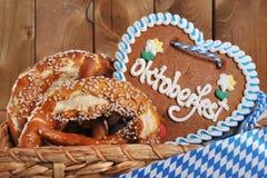 Cuore bavarese del pan di zenzero di Oktoberfest fotografia stock