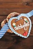 Cuore bavarese del pan di zenzero di Oktoberfest immagini stock