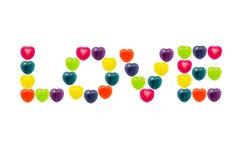 Cuore Candy messo nella forma di amore per il biglietto di S. Valentino Fotografie Stock Libere da Diritti