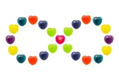 Cuore Candy messo nella forma di infinito per il biglietto di S. Valentino Fotografia Stock