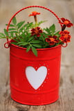 Cuore Carta del biglietto di S. Valentino con i fiori Fotografia Stock