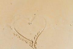 Cuore che attinge sabbia Fotografia Stock Libera da Diritti