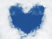 Cuore in cielo. Segno di amore. Fotografie Stock Libere da Diritti