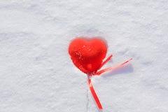 Cuore congelato di colore rosso del biglietto di S. Valentino Fotografie Stock Libere da Diritti