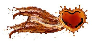 Cuore dalla spruzzata della cola con le bolle isolate su bianco Immagine Stock