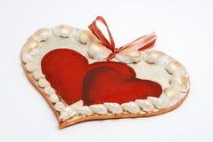 Cuore del biglietto di S. Valentino fatto con le coperture Fotografie Stock Libere da Diritti