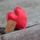 Cuore del biglietto di S. Valentino, solo, giorno di S. Valentino, il 14 febbraio Fotografie Stock Libere da Diritti