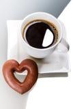 Cuore del pan di zenzero con caffè Immagini Stock Libere da Diritti