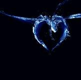 Cuore dell'acqua nera e blu Fotografia Stock Libera da Diritti
