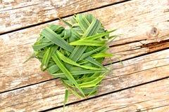 Cuore dell'erba su legno Fotografia Stock Libera da Diritti
