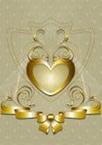 Cuore dell'oro con la decorazione e l'arco dorati Immagini Stock Libere da Diritti