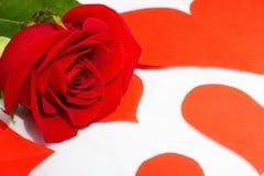 Cuore della carta e della rosa rossa Fotografia Stock Libera da Diritti