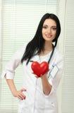 cuore della holding del medico Fotografia Stock