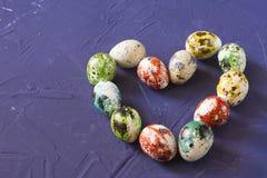 Cuore delle uova di quaglia di Pasqua Fotografie Stock