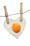 Cuore di amore dell'uovo fritto Fotografie Stock Libere da Diritti
