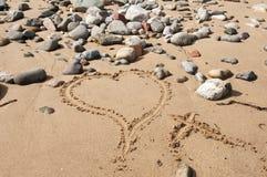 Cuore di amore su Sandy Beach Fotografie Stock Libere da Diritti
