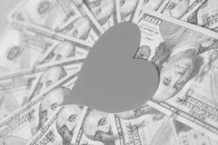 Cuore di carta e cento banconote in dollari Fotografia Stock Libera da Diritti