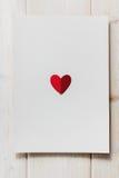 Cuore di carta sulla lettera in bianco Fotografia Stock