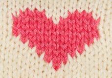 Cuore di colore rosso del Knit immagini stock libere da diritti