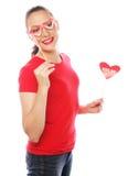 Cuore di giorno di biglietti di S. Valentino della tenuta della donna Immagini Stock Libere da Diritti