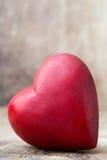 Cuore di legno a forma di Cartoline d'auguri Saluto di giorno del ` s del biglietto di S. Valentino Fotografia Stock Libera da Diritti