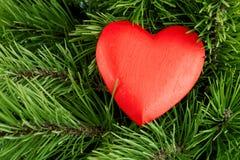 Cuore di legno rosso fotografie stock libere da diritti