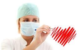 Cuore di scrittura dell'infermiera fotografie stock