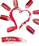 Cuore dissipato con rossetto rosso Rossetto multicolore rotto isolato su fondo bianco bellezza di concetto di giorno di S. Valent illustrazione di stock