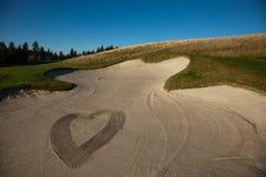 Cuore dissipato nella sabbia fotografie stock libere da diritti