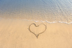 cuore dissipato in spiaggia Fotografia Stock Libera da Diritti