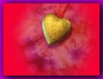 Cuore dorato con il nastro rosso Fotografie Stock