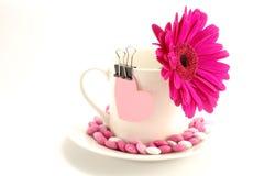 Cuore e caramelle del biglietto di S. Valentino Fotografia Stock