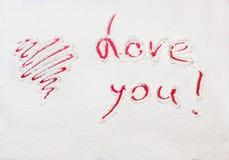Cuore e dichiarazione dipinti rosso di amore Fotografia Stock