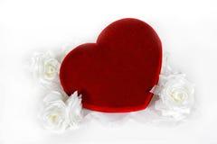 Cuore e fiori di giorno del biglietto di S. Valentino Fotografie Stock Libere da Diritti