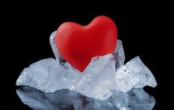 Cuore e pezzi rossi di ghiaccio Immagine Stock Libera da Diritti