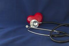 Cuore e stetoscopio rossi Immagini Stock Libere da Diritti