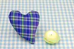 Cuore e una candela Immagine Stock