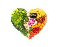 Cuore fatto dalla frutta e dalle verdure isolate su bianco Fotografia Stock Libera da Diritti