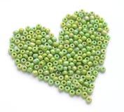 Cuore fatto dei beeds verdi Fotografie Stock