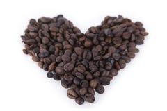 Cuore fatto dei chicchi di caffè immagine stock libera da diritti