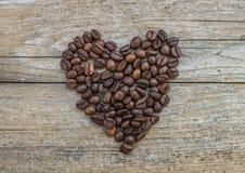 Cuore fatto dei chicchi di caffè Fotografie Stock