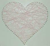 Cuore fatto dei fili rosa fotografia stock libera da diritti