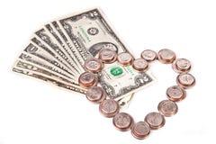 Cuore fatto delle monete e dei dollari Fotografie Stock Libere da Diritti