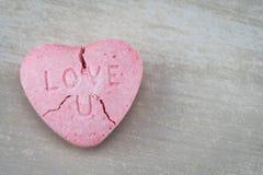 Cuore incrinato di amore U Candy con la destra dello spazio della copia Fotografie Stock